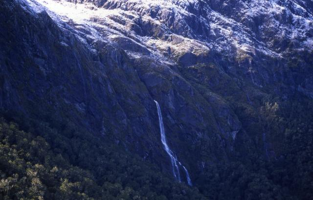 Day 3: View of Earland falls (80 m) from the trail to Howden hut